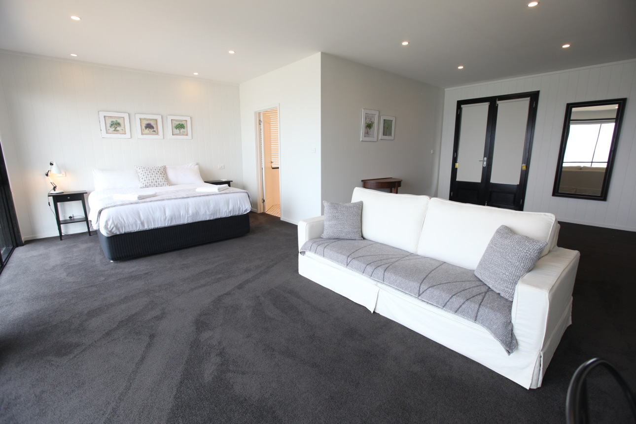 Luxury accommodation on tasmania 39 s east coast hamptons for Ebay bedroom suites